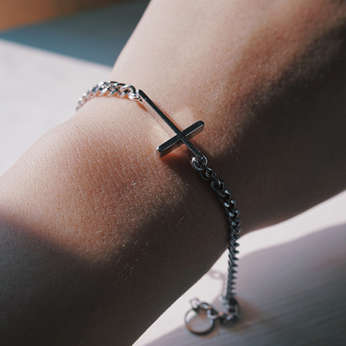 [하와] SIMPLE CROSS CHAIN WRISTBAND