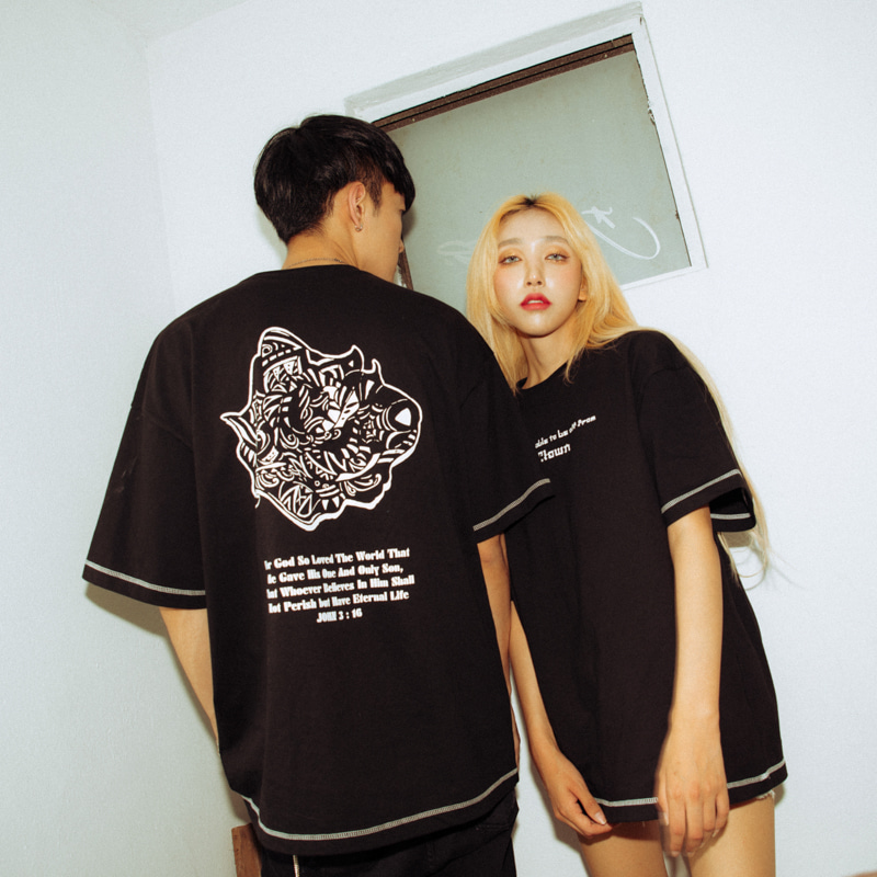 [에이클라운]Black Rose-Eye Stitch Half-Tee