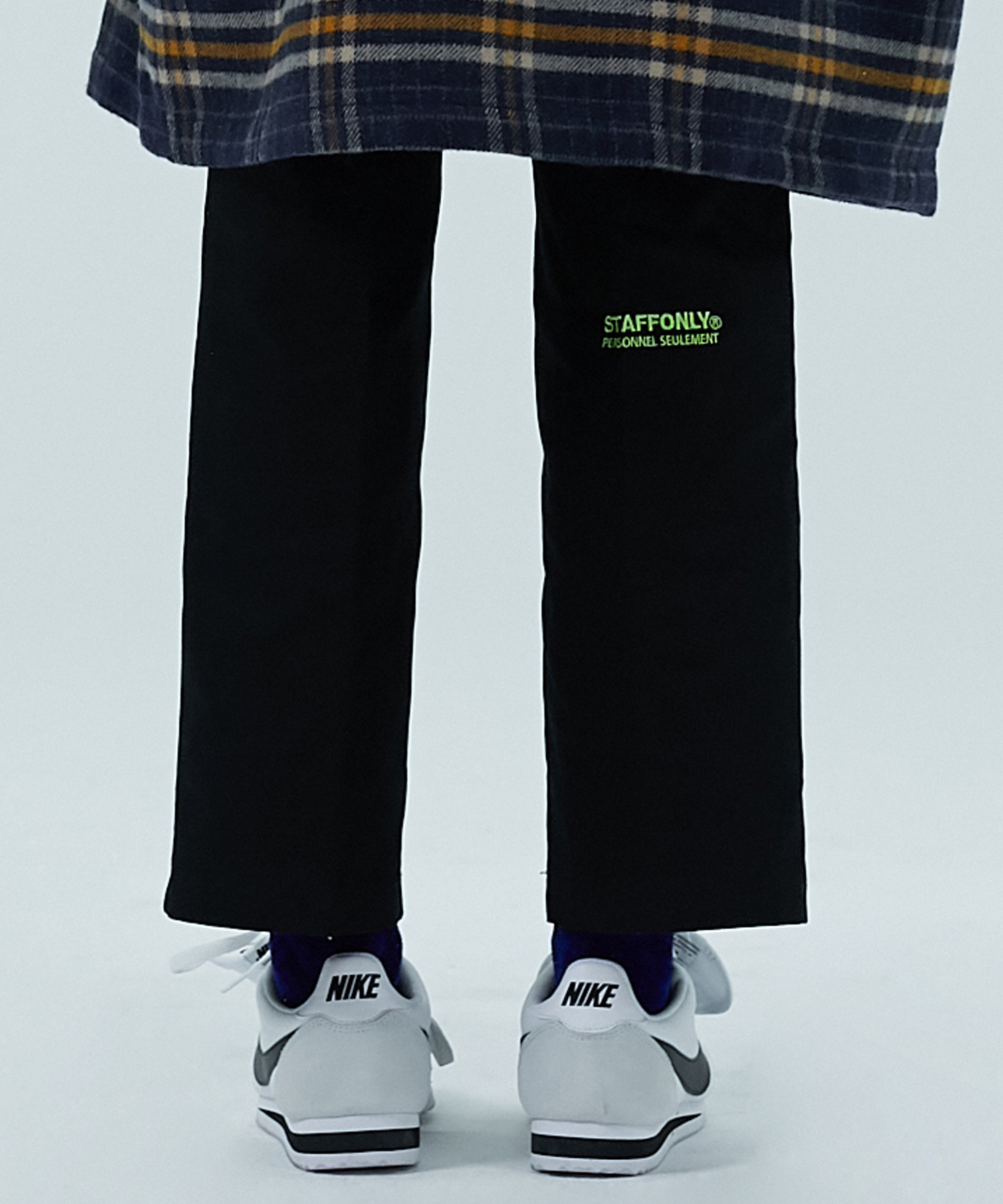 [스텝온리]FRONT CHAIR LEG PANTS (BLACK)