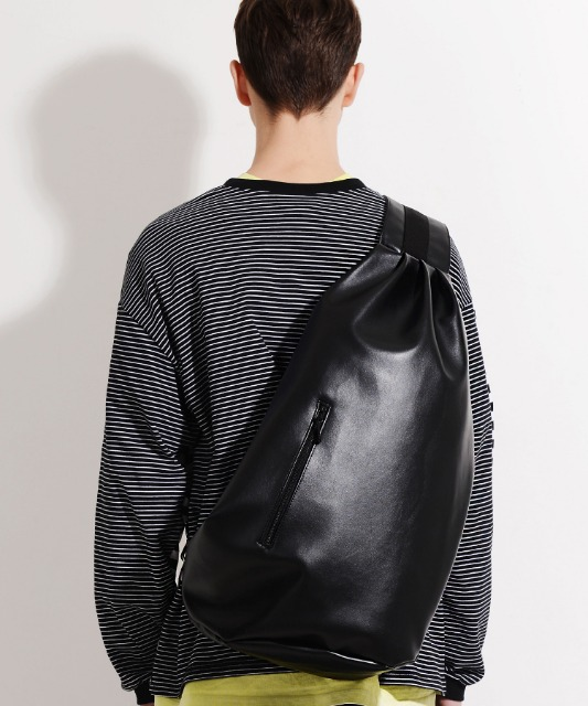 [피스메이커] LEATHER SLING BAG (BLACK)