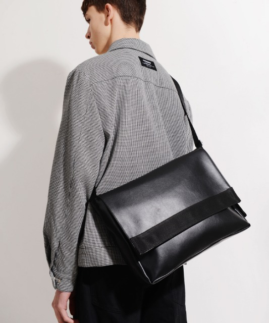 [피스메이커] LEATHER MESSENGER BAG (BLACK)